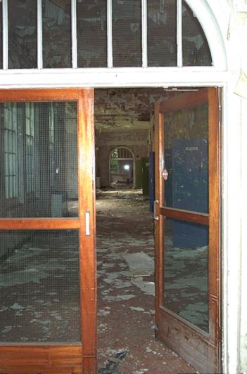 Simon Cornwell, Cane Hill Lunatic Asylum 17/08/03. © Simon Cornwell 2003